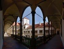 Borggård av slotten i staden Bucovice i Tjeckien Fotografering för Bildbyråer