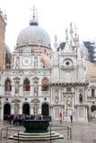 Borggård för slott för doge` s, San Marco Piazza, Venedig, Italien Royaltyfria Foton