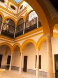 Borggård i kunglig slott av Seville Royaltyfri Fotografi