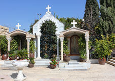 Borggård i kyrkan av Jesuss första mirakel, Kefar Cana, Israel arkivfoton