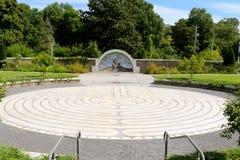 Borggård med trädet av liv på mitten royaltyfri bild
