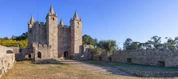 Borggård och uppehälle av Santa Maria da Feira Castle Royaltyfri Fotografi