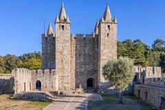 Borggård och uppehälle av Santa Maria da Feira Castle Royaltyfria Bilder