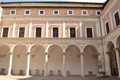 Borggård på Palazzoen Royaltyfri Bild