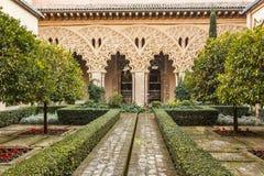 Borggården av Santa Isabel på den Aljaferia slotten arkivfoto