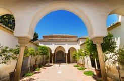Borggårdträdgård i den Alcazaba slotten, Malaga, Andalusia, Spanien Arkivfoton