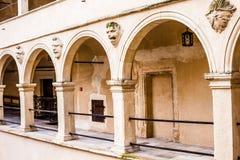 Borggårdslottgallerier Pieskowa Skala, medeltida byggnad nära Krakow, Polen Arkivfoto