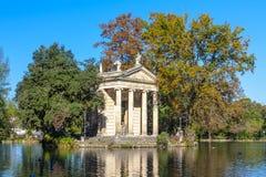 borghese villa Tempel Esculape Royaltyfria Foton
