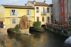 Borghetto Valeggio sur le village historique de Mantova Italie de mincio Photo libre de droits