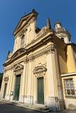 Borgonovo Ligure (Génova, Italia), fachada de la iglesia Foto de archivo
