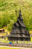 Borgund梯级Stavkirke教会和坟园, 免版税图库摄影