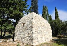 Borie或不用灰泥只用石块构造的小屋在戈尔代,普罗旺斯,法国。 免版税库存图片