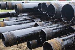 Boring van olie en gasputten De inspectie van de boorpijp Het buizenstelsel voor olie en gas maakte van op het voetstuk een lijst royalty-vrije stock afbeelding