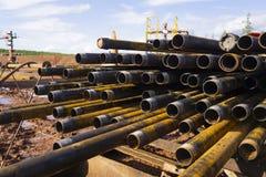 Boring van olie en gasputten De inspectie van de boorpijp Het buizenstelsel voor olie en gas maakte van op het voetstuk een lijst stock afbeelding