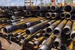 Boring van olie en gasputten De inspectie van de boorpijp Het buizenstelsel voor olie en gas maakte van op het voetstuk een lijst stock afbeeldingen