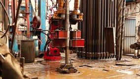 Boringsinstallatie, hydraulische sleutel stock videobeelden