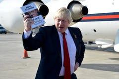 Boris Johnson, secrétaire d'état avec son livre, le facteur de Churchill Photos stock