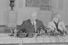 Boris Nikolayevich Yeltsin geeft persconferentie royalty-vrije stock foto