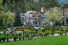BORJOMI, GEORGIA - 27 DE SEPTIEMBRE DE 2016: El área en la entrada al parque de la ciudad Fotos de archivo libres de regalías