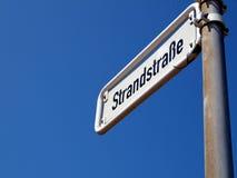 Borkum: Straße zum Strand Lizenzfreie Stockfotos