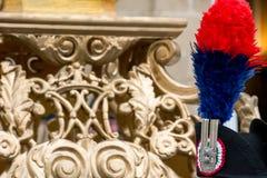 a borla de um uniforme alto do carabineer italiano no backgrou do borrão imagem de stock royalty free