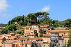 BORMES-LES-MIMOSAS村庄在法国 免版税图库摄影