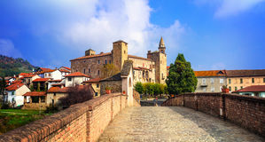 Bormidaklooster en kasteel in regione Asti in Piemonte, Italië royalty-vrije stock afbeelding