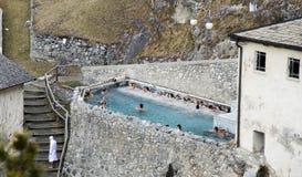 Bormio Bagni Vecchi, Italien En avkoppling i pölen från varm th Royaltyfria Bilder