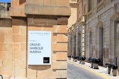 Bormla, Malta, im Juli 2016 Der Eingang zum Hof des Marinemuseums der Insel lizenzfreie stockfotografie