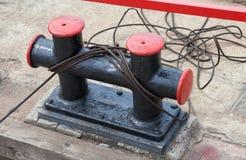 Borne d'amarrage avec une corde fixe Photo libre de droits
