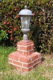 Borne da lâmpada da entrada de automóveis Fotos de Stock Royalty Free