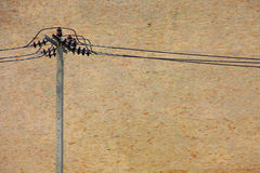 Borne e fio da eletricidade na parede de tijolo imagem de stock royalty free