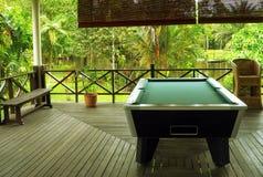 Borneo. Dschungel-Hütten-Pool-Tabelle Stockfotografie