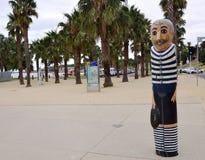 Bornes en bois de marin dans Geelong le long du baywalk Tous ont fait par Jan Mitchell et représentent un chr Photos stock