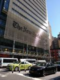 Boro Taxi NYC, das New York Times-Gebäude, NYC, NY, USA Lizenzfreie Stockbilder