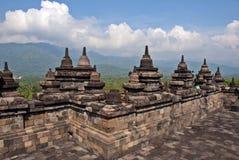 Borobodur,印度尼西亚Stupas和响铃  免版税图库摄影