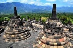Borobudur świątynia jest turystycznym miejscem przeznaczenia w Azja, Indonezja - zdjęcia stock