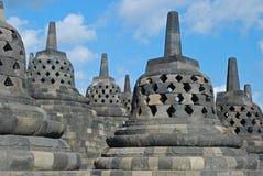 Borobudur - Bell-shaped och perforerade Stupas Royaltyfria Bilder