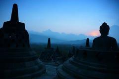 Borobudur no crepúsculo, Java, Indonésia imagens de stock