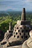 Borobudur przy półmrokiem z dymiącym tłem las i wzgórza zdjęcia stock