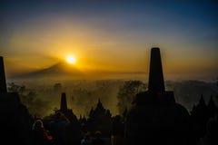 Borobudurzonsopgang, Unesco-de plaats van de werelderfenis, Java Stock Foto's