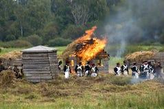 Borodino争斗历史再制定在俄罗斯 灼烧的乡间别墅 图库摄影