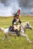 Borodino争斗历史再制定的法国军队战士胸甲骑兵在俄罗斯 库存照片