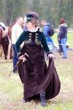 Borodino争斗历史再制定的Reenactor妇女在俄罗斯 免版税图库摄影