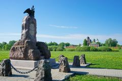 Borodino fält Monument till den Spaso-Borodinsky för Sivers kavallericorpsand kloster Royaltyfria Foton