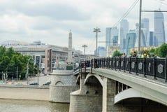 Borodinsky桥梁和商业中心莫斯科市 图库摄影