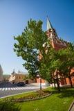 Borovitskaya torn i MoskvaKreml Arkivbilder