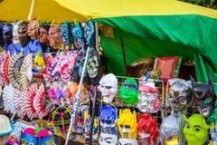 Borovsk, Ρωσία - 18 Αυγούστου 2018: Εμπορική σκηνή, πωλώντας μάσκες της γουλιάς στοκ φωτογραφίες