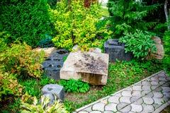 BOROVSK, РОССИЯ - СЕНТЯБРЬ 2015: Старые надгробные плиты стоковая фотография