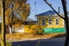 Borovsk, Rússia - em outubro de 2018: Casa de madeira da arquitetura tradicional foto de stock royalty free